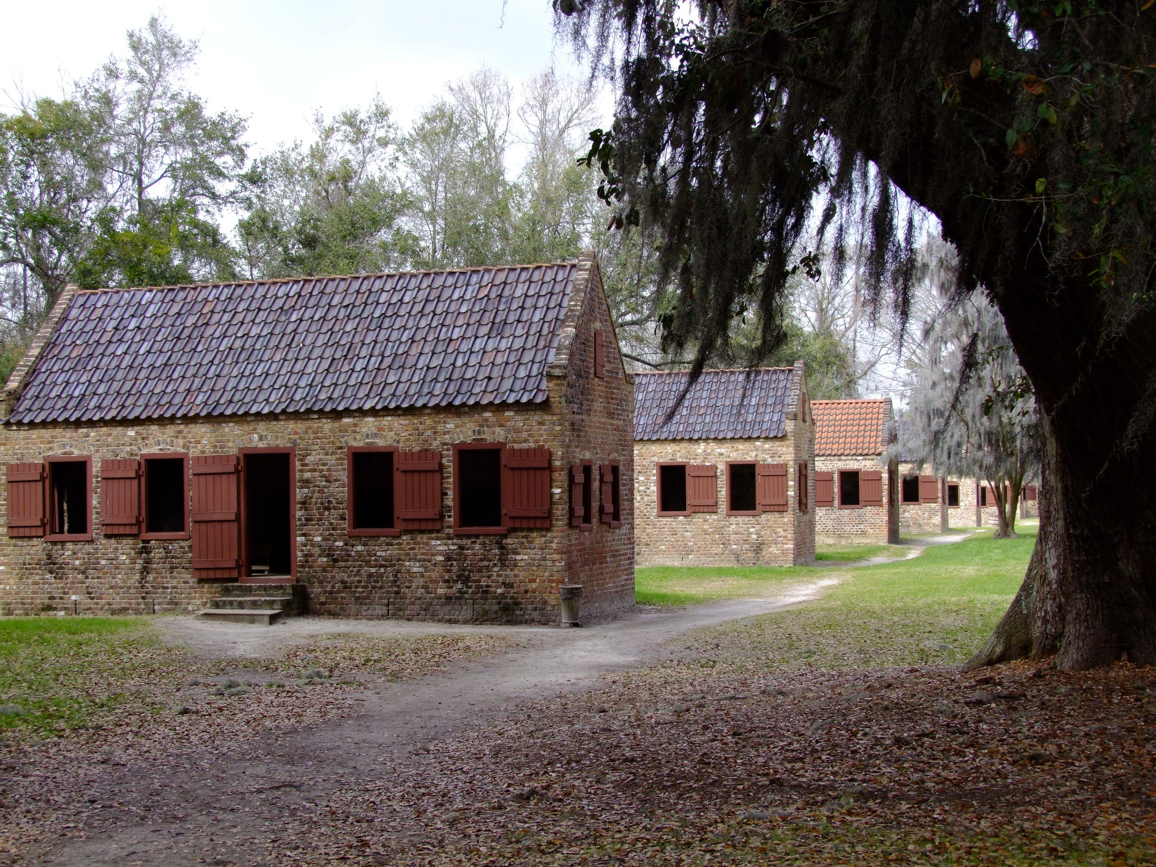 Slave quarters boone hall plantation circa 1687 for Civil war plantation homes for sale
