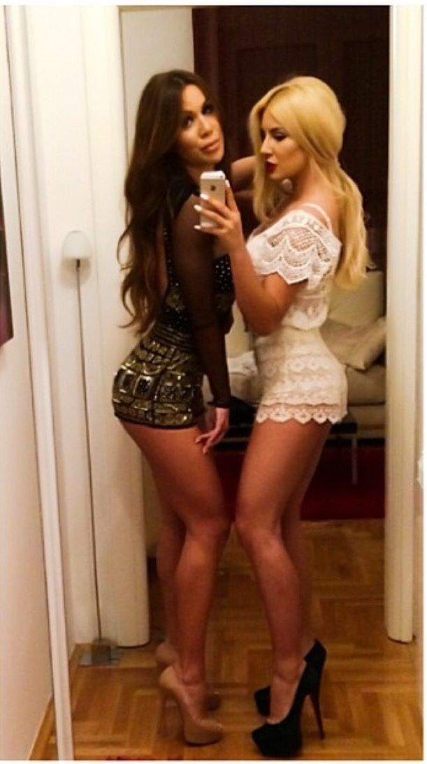 gorgeous women in very short dresses no panties
