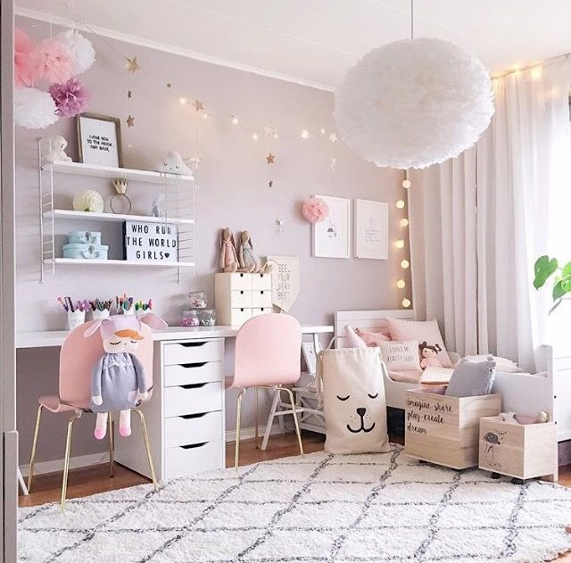 a pretty pink girl 39 s room is to me home pinterest kinderzimmer m dchenzimmer und. Black Bedroom Furniture Sets. Home Design Ideas