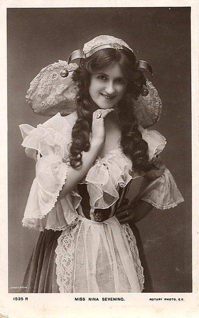 Vintage Ladies Cabinet Cards (255)