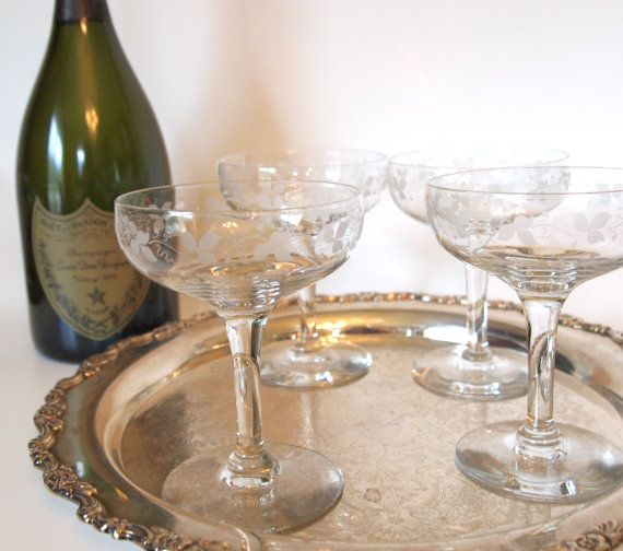Vintage Etched Crystal Champagne Coupe Glasses Set Of 4 Etsy Crystal Champagne Champagne Coupe Glasses Champagne Coupes