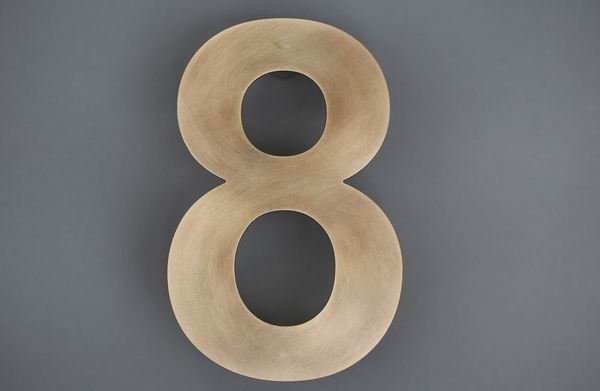Hausnummer 8 aus 1,5 mm Tombak