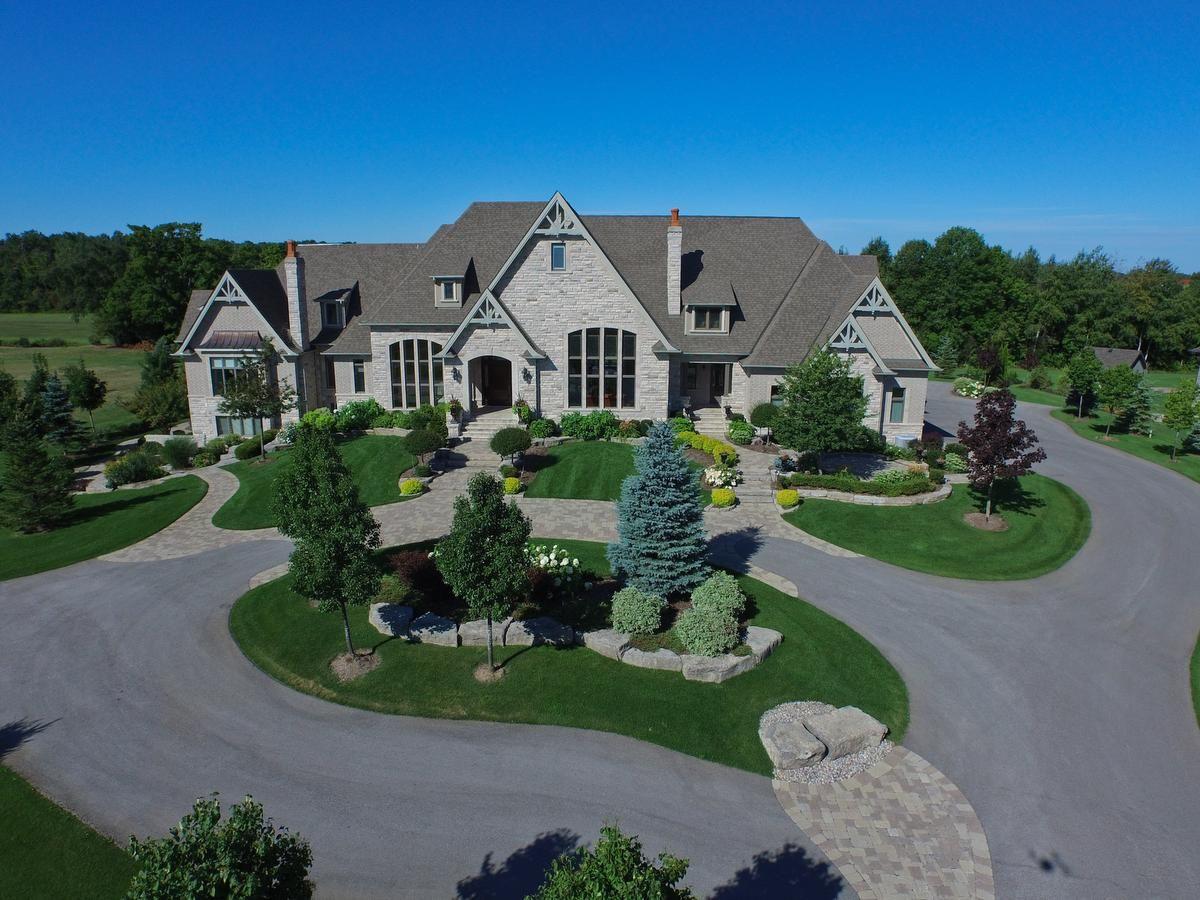 Luxury Properties Swept Up In Toronto S Housing Slump Luxury Real Estate Luxury Property Open House