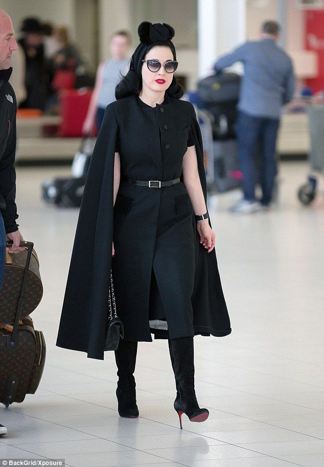 e2ecbd158a7 Strutting it  She continued the repeated look with an identical leather  belt and boosted her petite frame with the same pair of black suede boots