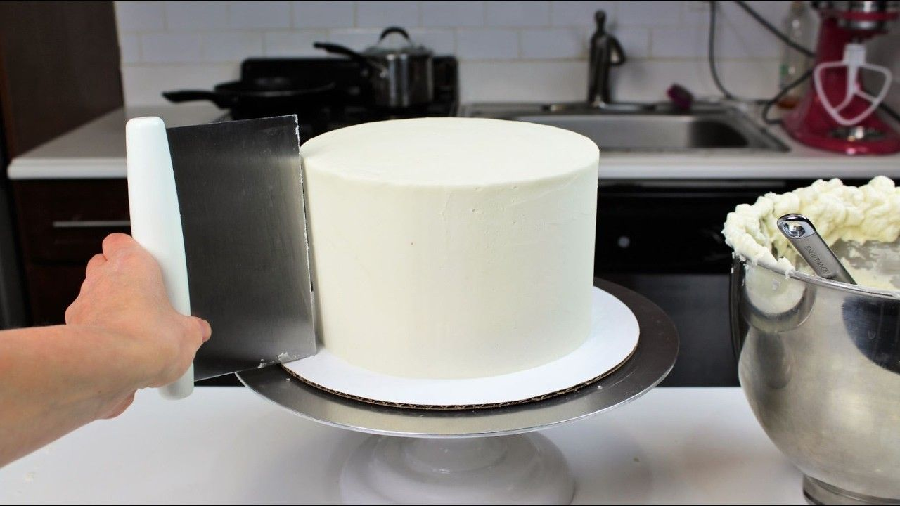 How to Smooth Frosting on a Cake I CHELSWEETS | Frosting, Smooth and ...