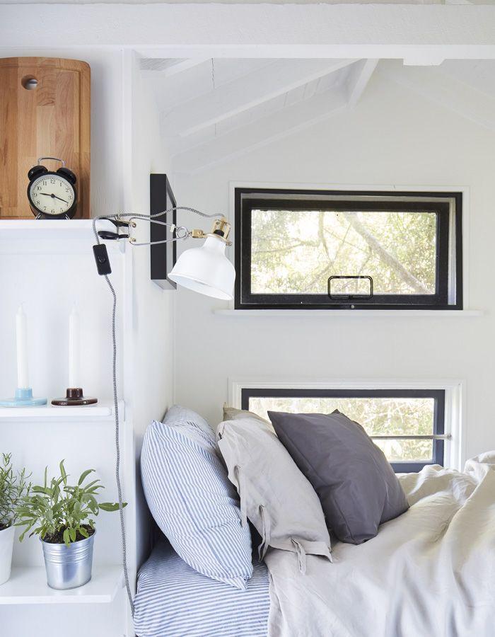 IKEA Deutschland Ein Einzelbett mit zusätzlichen Kissen kleines