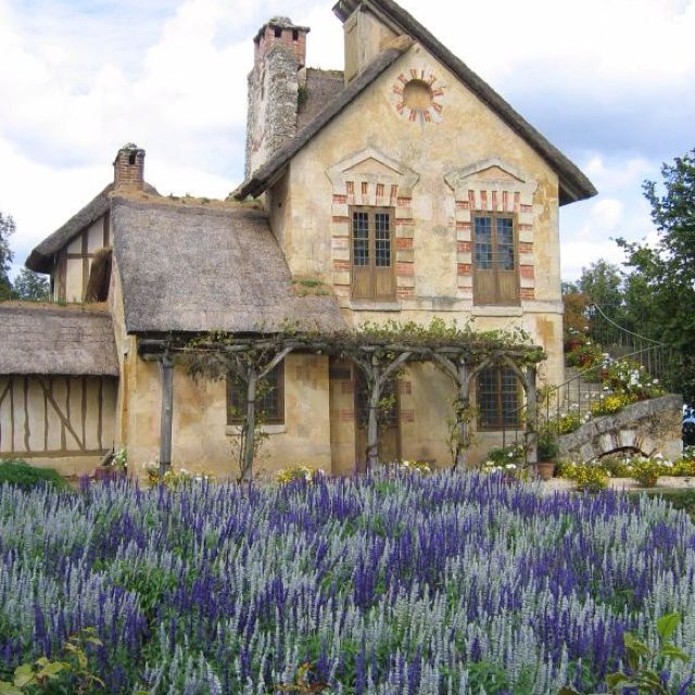 One of Marie Antoinette's cottages <3