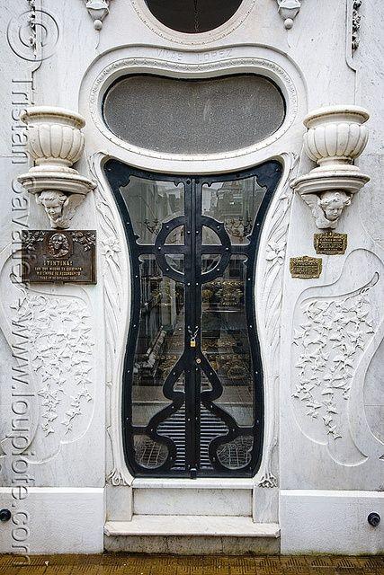 Art Nouveau Tomb Door Vilas Lopez Recoleta Cemetery Buenos Aires Doors Unique Doors Art Nouveau