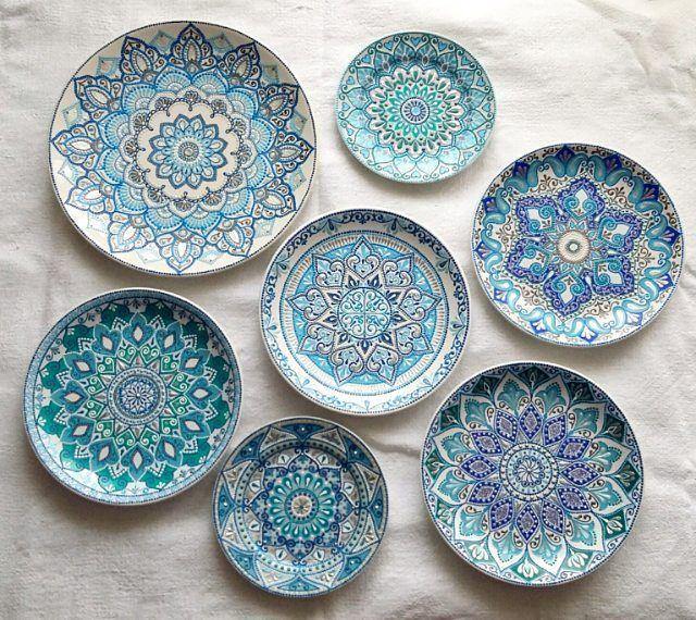 3 100 Likes 68 Comments Dekorativnye Tarelki A Nureeva On Instagram Slozhno Ochen Risuetsya Sejch Painted Ceramic Plates Pottery Painting Ceramic Painting