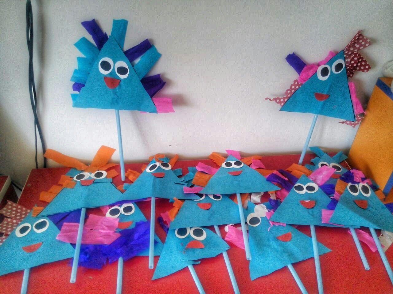 Günlerden Mavi şekillerden üçgen Sanat Pre School
