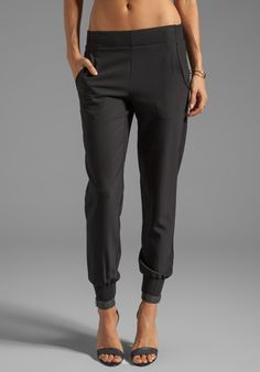 21d0f8a419fb7 dressy jogger pants - Google Search | My style | Black pants outfit ...