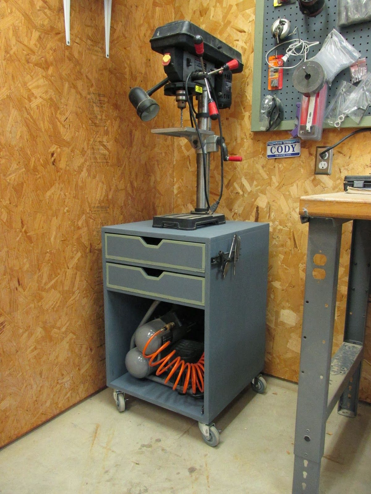 I need to make one of these for my miter saw. Wilker Do's: DIY Rolling Drill Press Stand