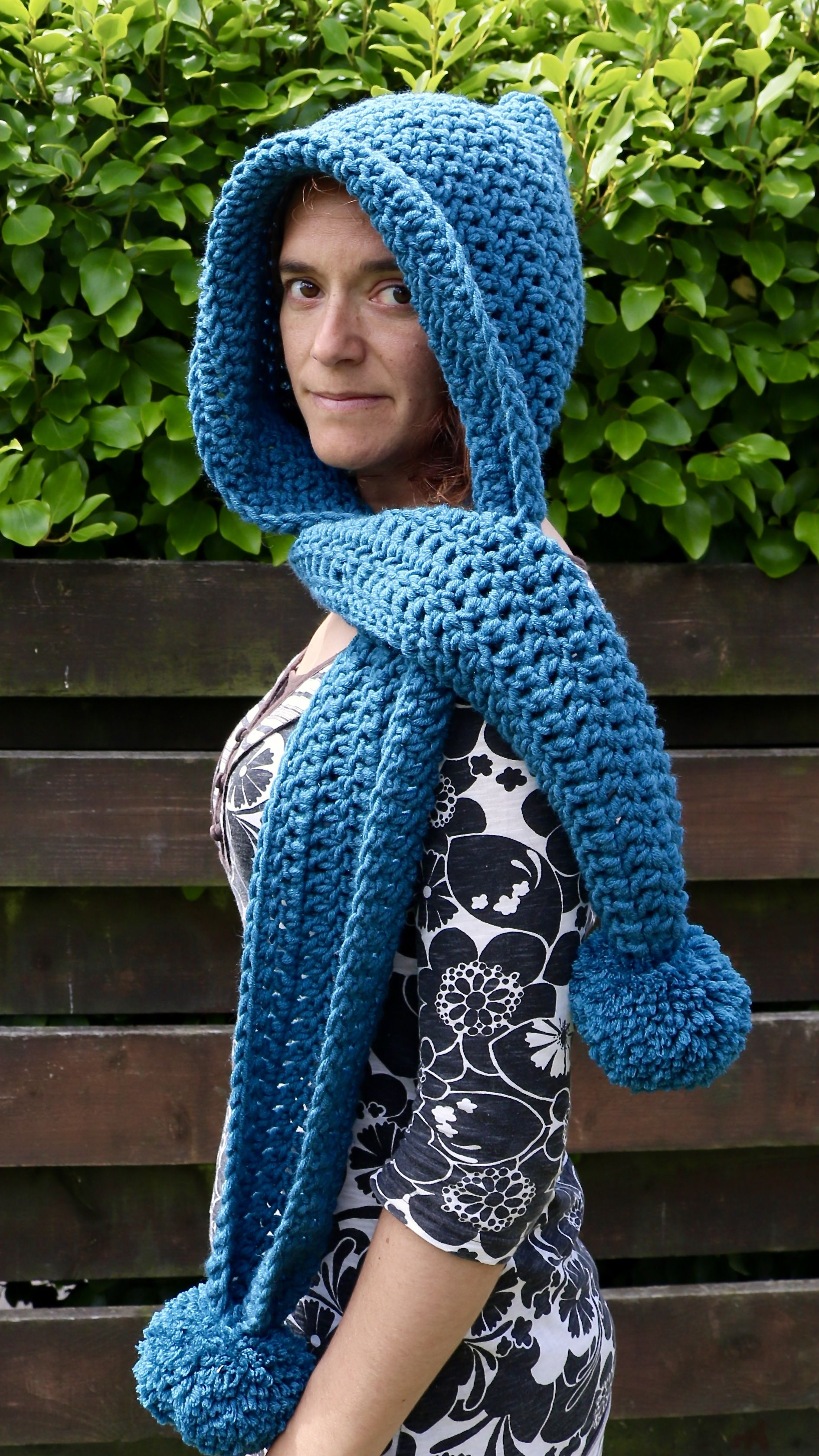 How to make a crochet schoodie, hooded scarf. Here is my free ...