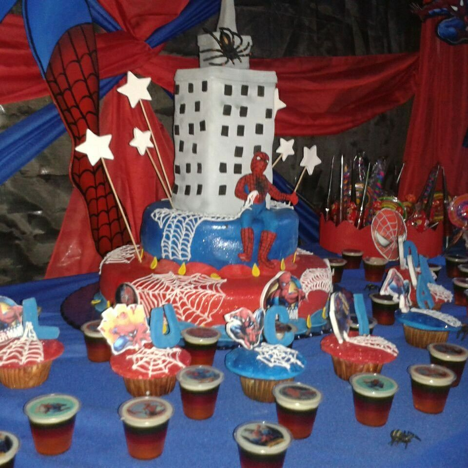 Tortas decoradas tortas infantiles spiderman hombre ara a - Decoracion de mesa de cumpleanos infantil ...