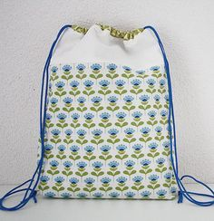 Drawstring backpack -Excellent free Tutorial - Happy in Red This is how i would make a drawstring backpack.