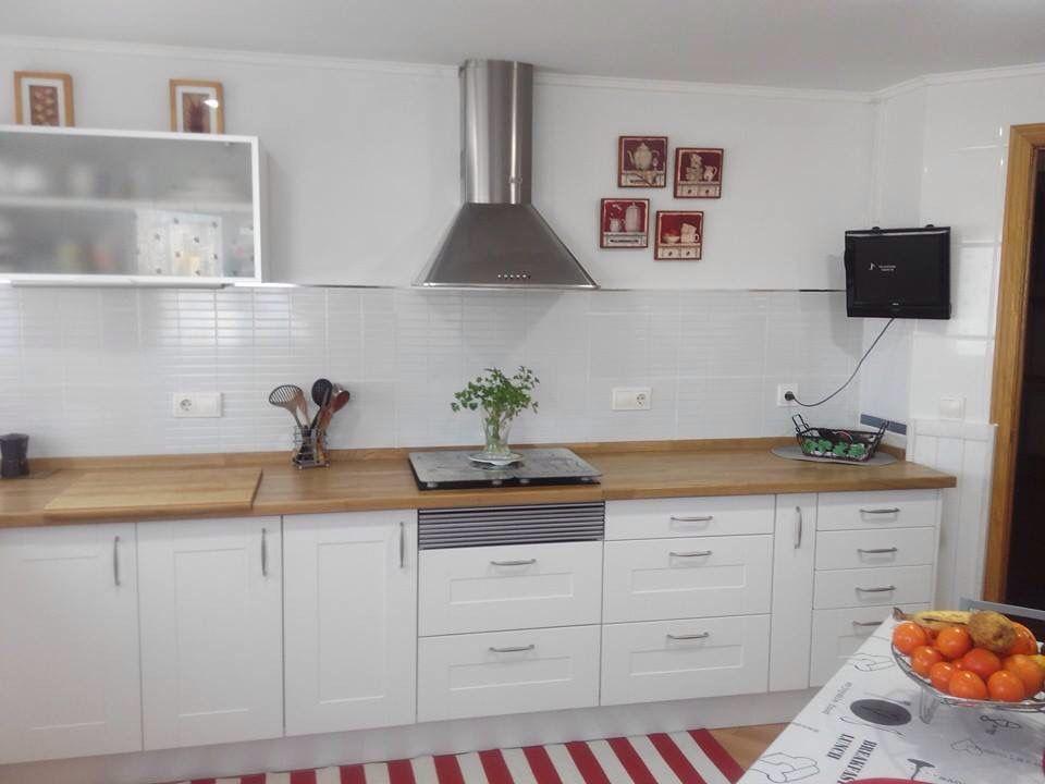 Transformaci n de cocina sin obra cambio de puertas for Cocinas de madera de roble