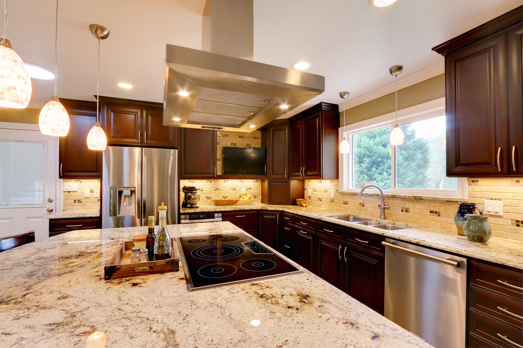 A Remodeled Kitchen In Pensacola Florida Now Has A Coherent And Soothing Color Scheme Designer As Cherry Cabinets Kitchen Brown Kitchens Dark Brown Cabinets