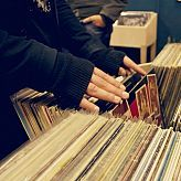 Slow Record Shop: Il negozio per gli amanti del vinile, in pieno centro a Cecina