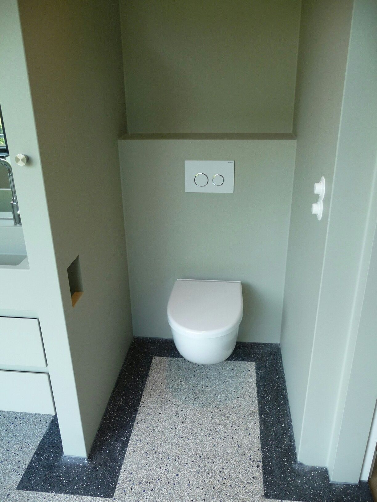 naadloze badkamer met nieuwe terrazo vloer westzeedijk