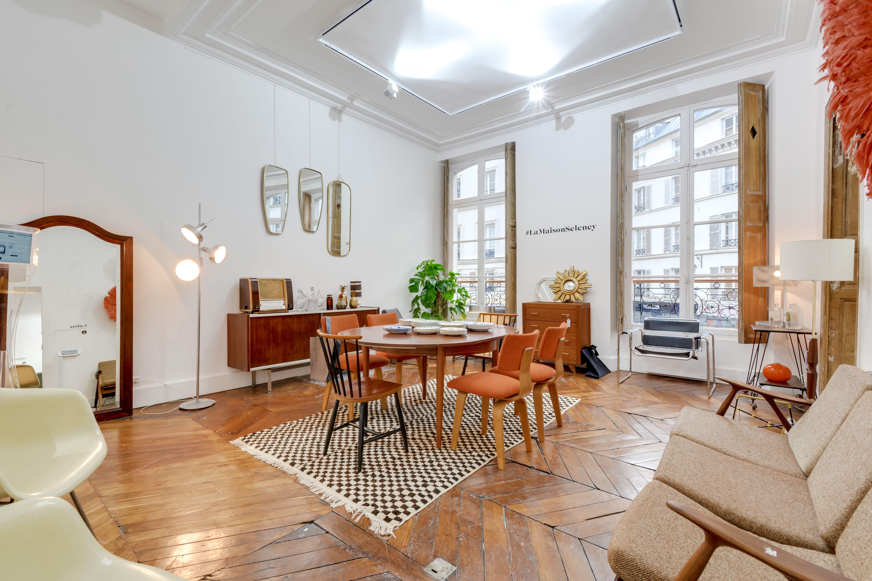 Brocante En Ligne Selency selency : living room / black and white rug / wood table