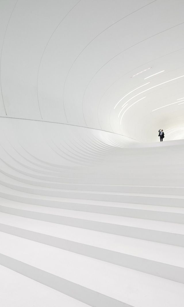 12-heydar-aliyev-center-by-zaha-hadid-architects-photo-by-Hufton-and-Crow