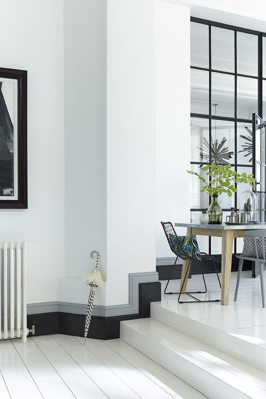 Grijs: verfkleuren Loft White 222 (muur), plinten van boven naar beneden: Urbane Grey 225 & Lamp Black 228 en Shallows 223 (vloer) van LITTLE GREENE www.littlegreene.nl. verf   paint   muurdecoratie   interieur   interieurinspiratie   interieuridee   wonen   woonidee   woonkamer   keuken   slaapkamer   gang   hal