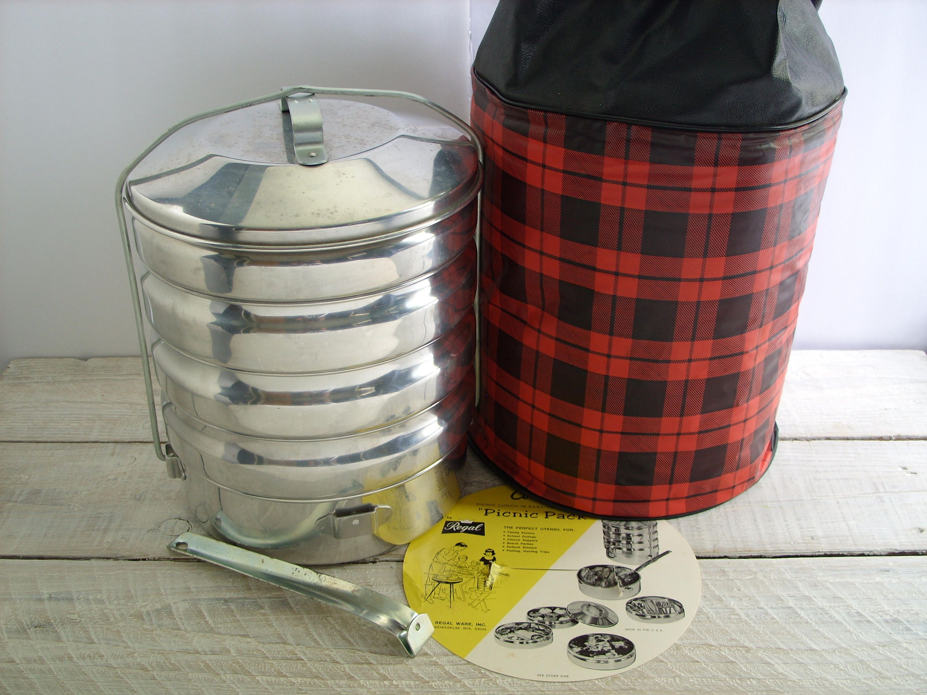 Vintage Regal Ware Picnic Pack Food Carrier Insulated Plastic Plaid Bag Metal Picnic Camping Travel Cooler Warmer Covered Cooking Pan Picnic Packing Food Carrier Picnic Bag