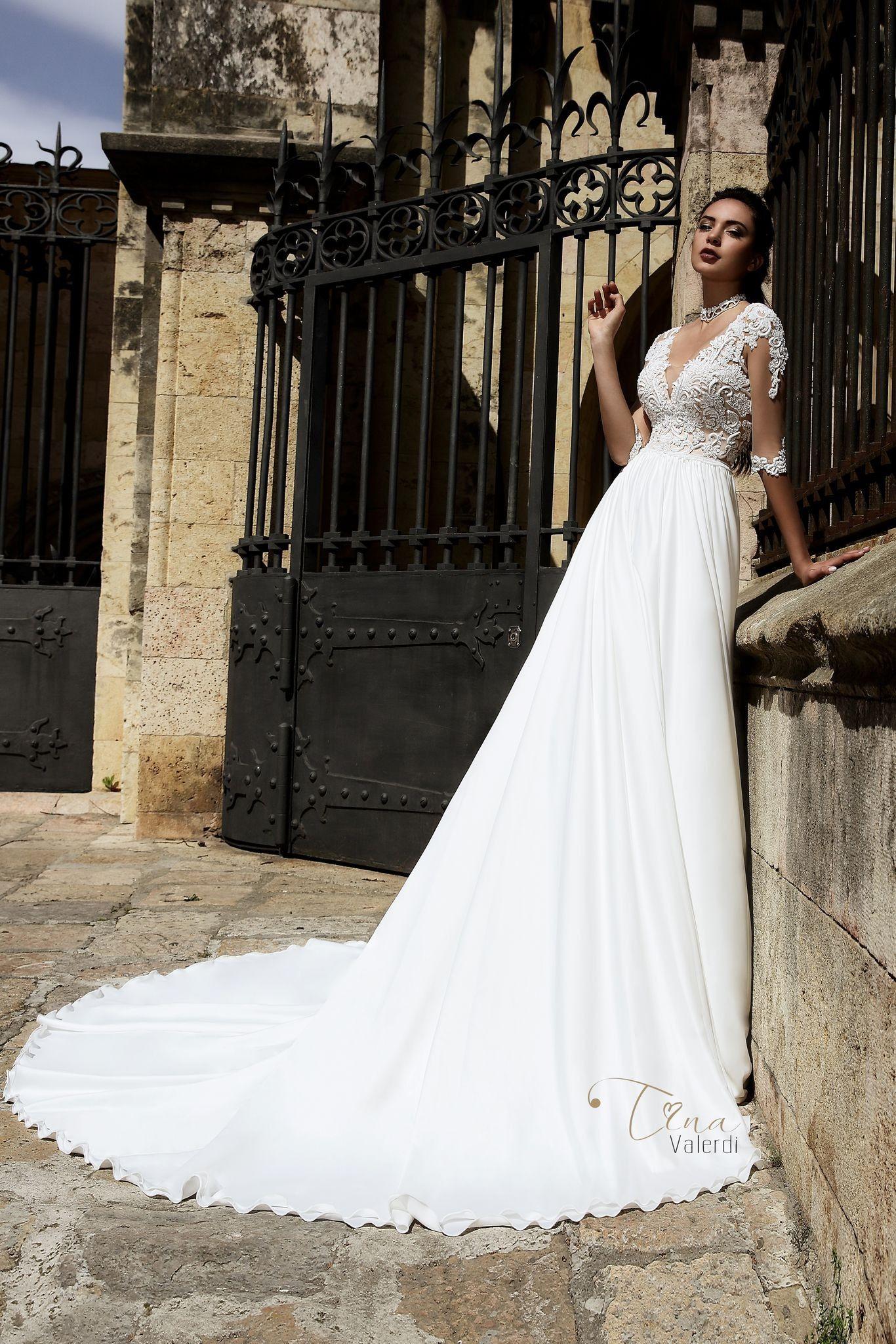 Lace wedding dress under 300  Krásne svadobné šaty s jednoduchou padavou sukňou s dlhou vlečkou a