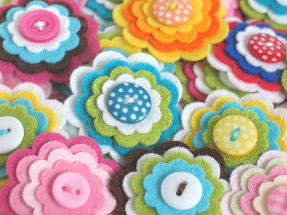 Pretty Flower Embelishments From Chocolatecupcake フェルトフラワー フェルト手芸作り方 フェルト ワッペン