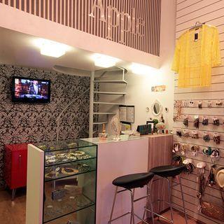 Balcao De Vidro E Madeira Loja Decoracao Interior De Boutique