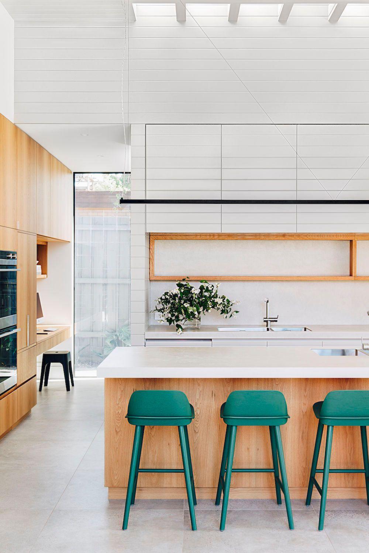 Chic Modern Kitchens That Still Feel Warm And Inviting In 2020 Minimalist Kitchen Design Modern Kitchen Contemporary Kitchen Design