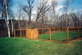 Wood Wire Dog Fence Ideas #Canine #Designs #Dog #Fence #Fence backyard #Fence de - Modern Design