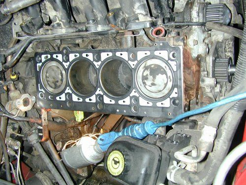 Replacing the head gasket on the Chrysler 2.0 litre engine ...