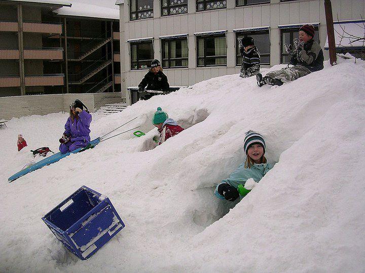 Snow adventure play in the schoolyaerd. Kjelsås primary school - Oslo.
