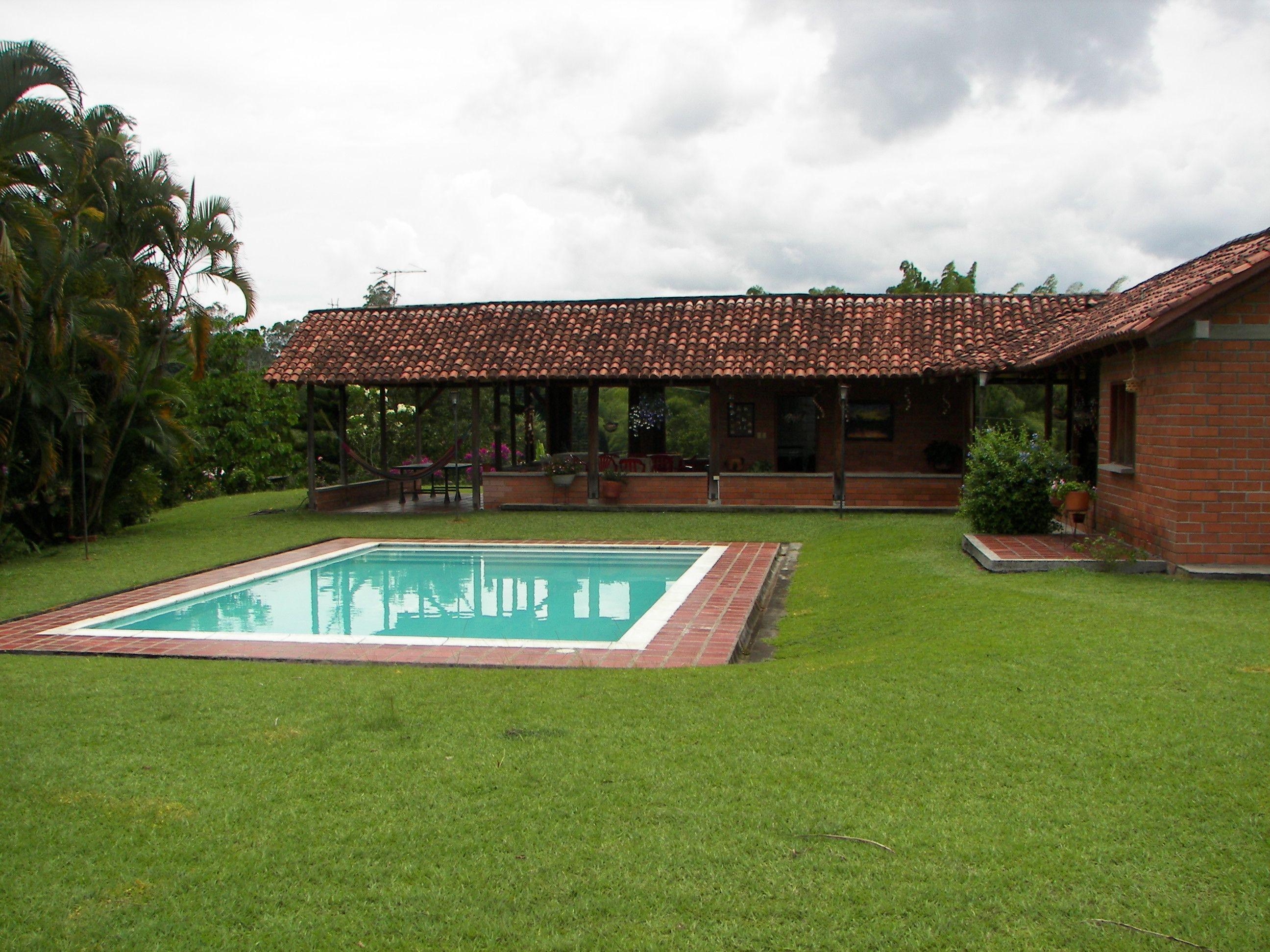 Finca 10035 ubicaci n santagueda 35 minutos de manizales for Diseno piscinas modernas colombia
