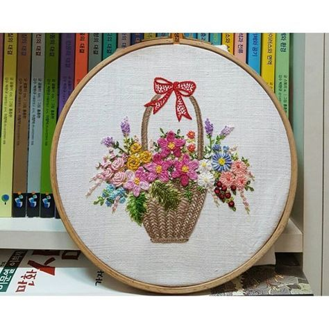 #embroidery #embroidered #embroider #handembroidery #brodado #broderie  #needlework #flowers #hobby #gachi #꽃바구니자수