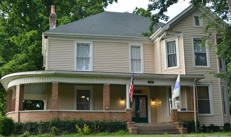 Lovely Old Historic Home For Sale In Elizabethtown Ky Historic Homes For Sale Historic Home Old Houses For Sale