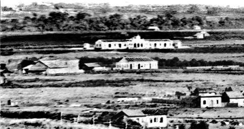 Uma das fotos mais antigas de Curitiba, a estação ferroviaria no meio de um campo! Em 1883, dois anos antes da inauguração.