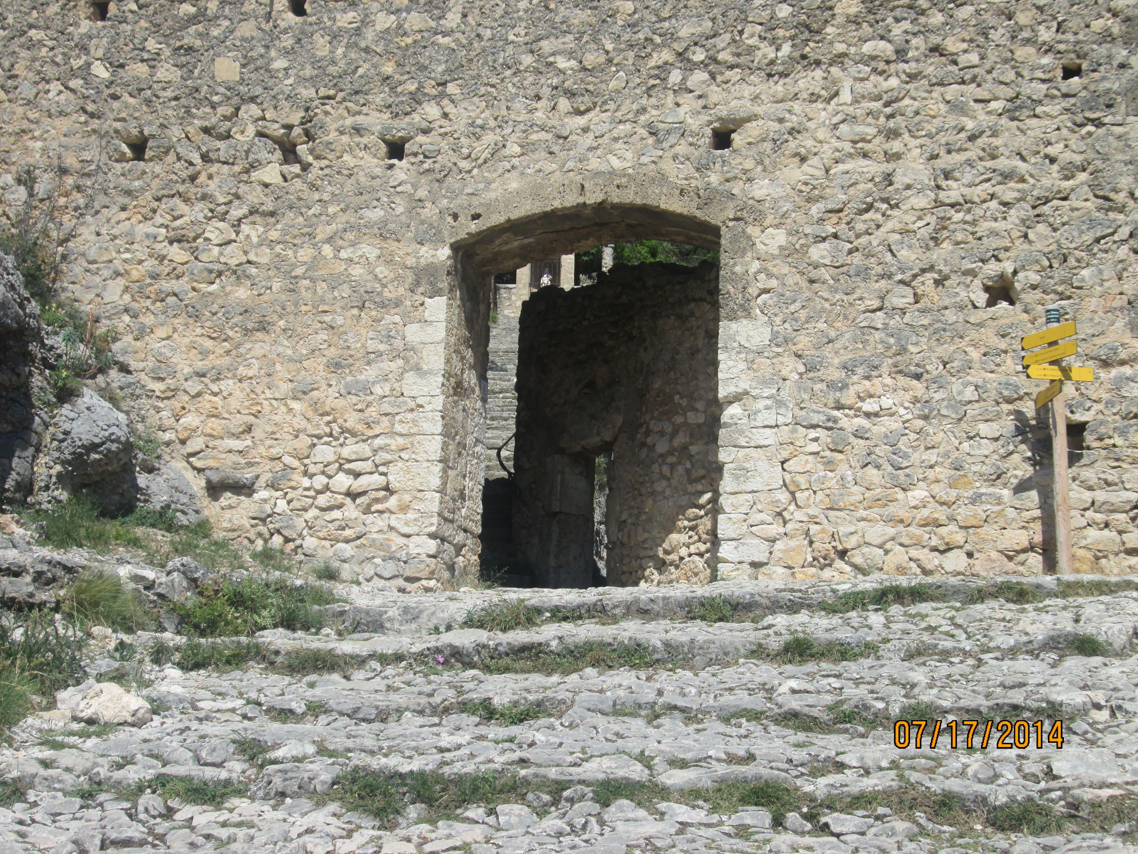 04 moustiers porte du parvis de la chapelle ste anne 04 moustiers ste marie pinterest - Suite porte de la chapelle ...