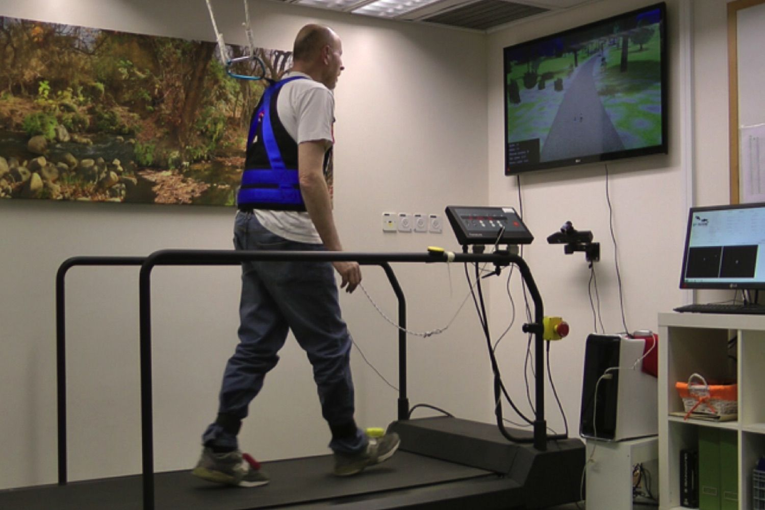 VR Obstacle Course Could Help Seniors Avoid Falls