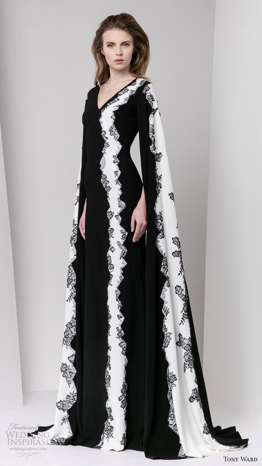 Tony Ward Fall 2016 Ready-to-Wear Dresses | Sleeve, Fall and Black