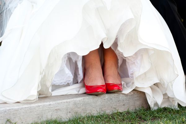 I Must Have Red Shoes And A White Wedding Dress Just Love The Color