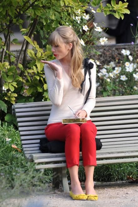 "Taylor Swift is filming the music video for ""Begin Again"" in Paris :D and I love her oufit and pose in this picture <3 :)"