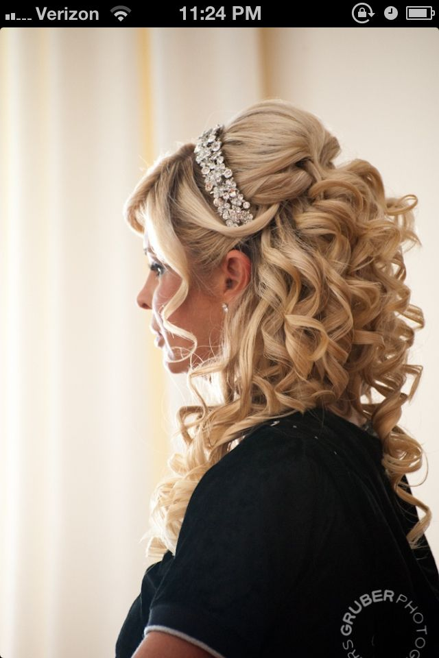 Pin By Madison Pete On Sweet Sixteen Beauty Hair Styles Bride Hairstyles Quince Hairstyles