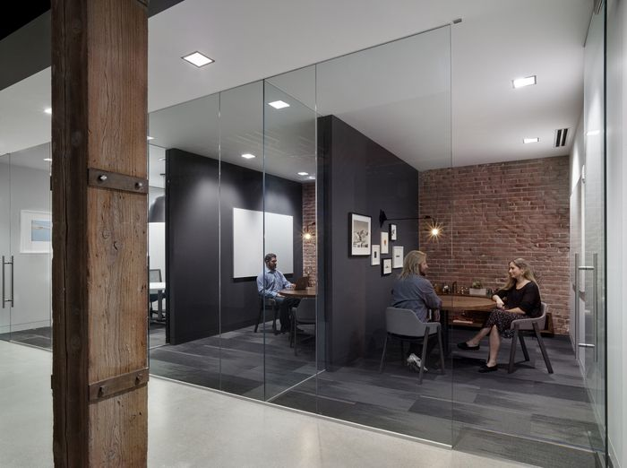 Interior cozy meeting room design with brick wall and for Meeting room interior design ideas