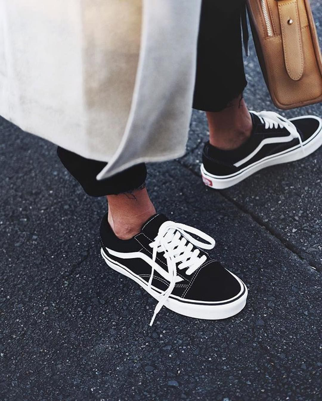 womens old skool vans black and white