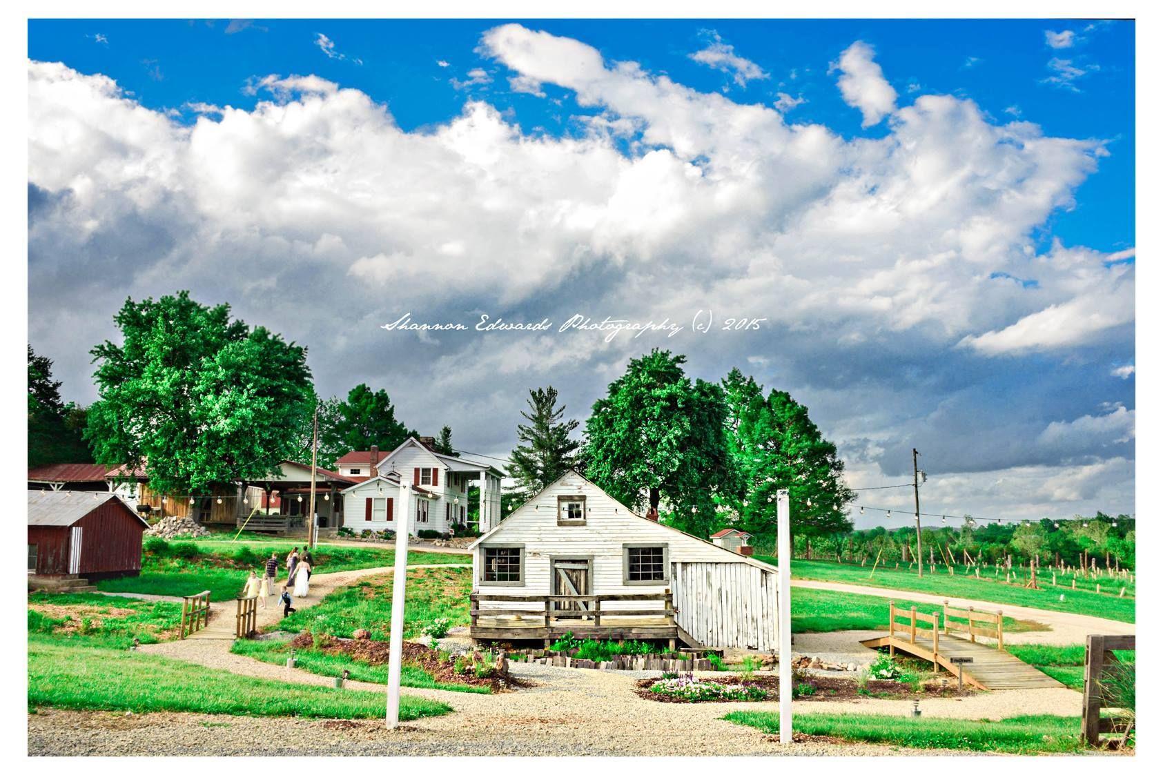 Historic missouri barn wedding venue just south of st