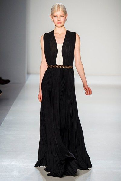 See the complete Victoria Beckham Fall 2014 Ready-to-Wear collection.