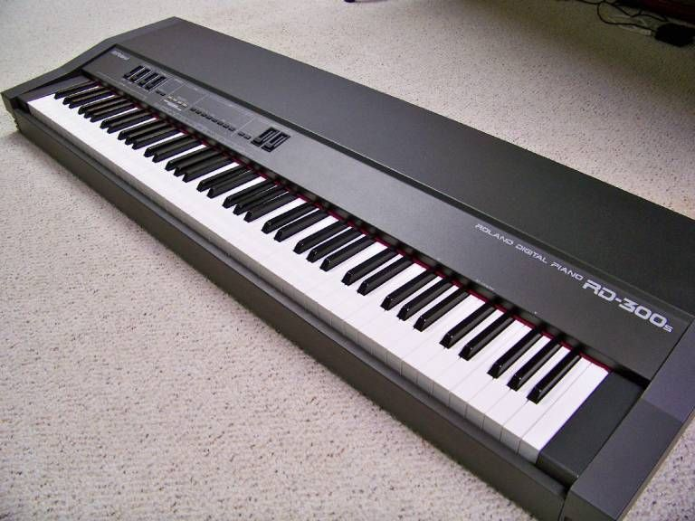 Roland RD-300s digital piano  Great sound, 88-note weighted keyboard