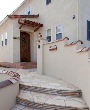 玄関ドア 海の近くに立つ家に似合いそうな玄関ドア風よけっぽいつくり